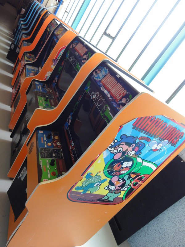 Nintendo_cabinet_arcade_1.jpg